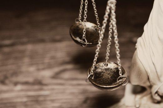 Adwokat a Adwokat kościelny