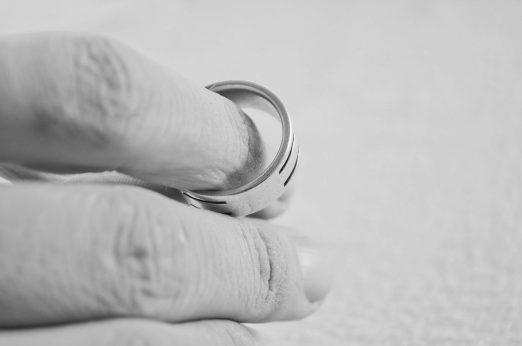 """""""Rozwód kościelny"""", """"Unieważnienie ślubu"""", """"Unieważnienie małżeństwa"""""""